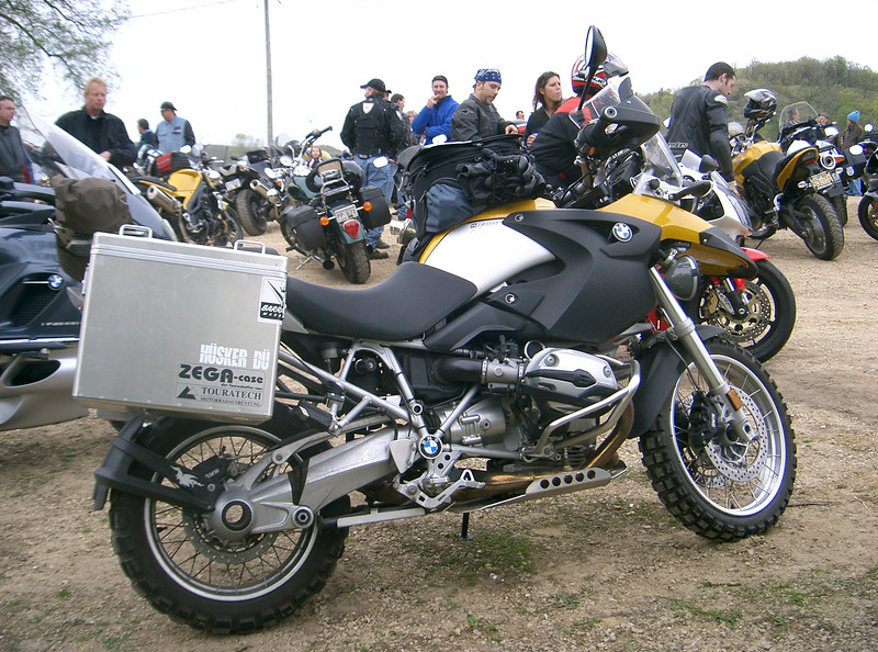 Here's a picture of Goeffrey's 2005 R1200GS. Note how the engine skidplate and centerstand skidplate run together for full coverage. The engine skidplate sells for $140.00. The centerstand skidplate sells for $60.00.