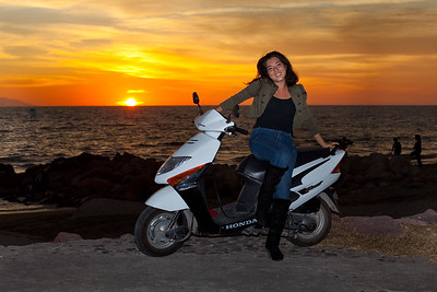 Monse with her bike at sunset