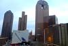 Deň predtým bolo cez deň 20 stupňov a slnečno, ráno sme sa cez hotelové okno pozerali na šedivé mrakodrapy. Pohľad z okna