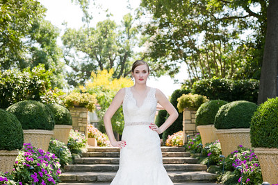 Katie's bridal portraits at the Dallas Arboretum. Dallas bridal portrait and photography. Bliss bridal wedding dress. The Milestone wedding. Dallas and Fort Worth wedding photographer Monica Salazar Photography. http://www.monica-salazar.com