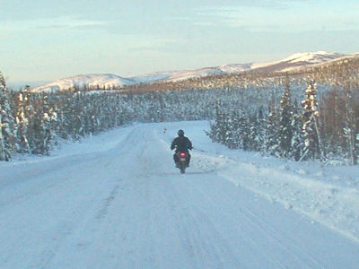 2/15/06 - Somewhere around Mile 40 of the Dalton Hwy., still heading north.  I'm riding with my feet on the pegs, but slowly, very s-l-o-w-l-y.