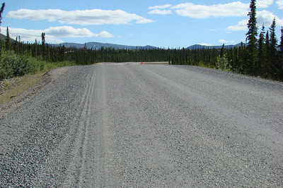 Looking southeast over the Dalton Hwy from MP160.