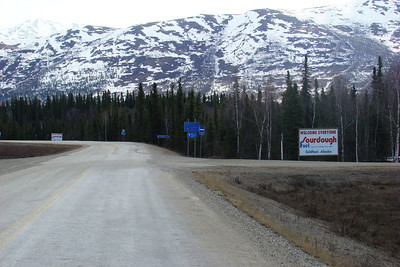 About Mile 174.5, the south entrance to Coldfoot - Sourdough Fuel, Slate Creek Hotel, the local post office, and a restaurant.  Few vehicles pass this stop by.  Across the highway from Coldfoot is the drive to the Arctic Interagency Visitor Center, worth the time to visit.