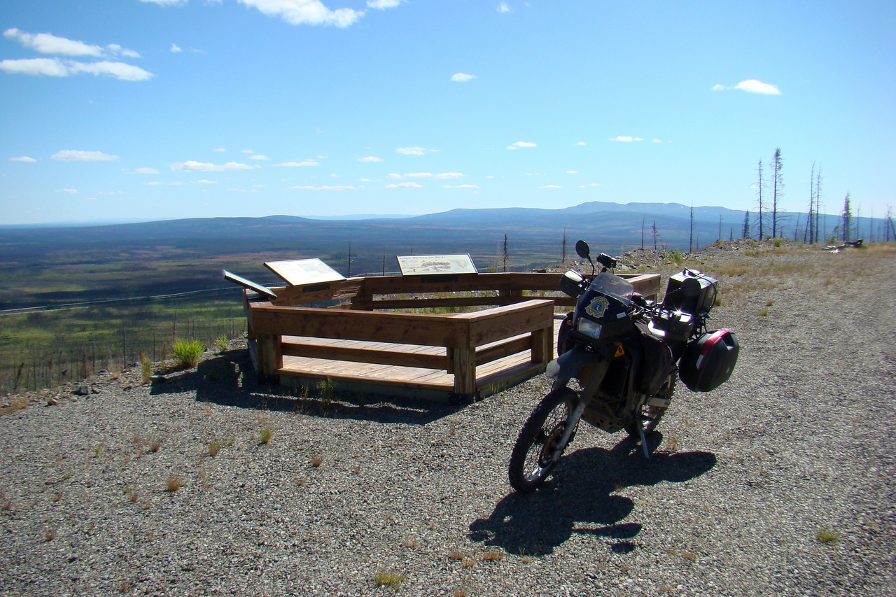 7/4/08 12:53PM - The viewpoint at the edge of the gravel pit, with my mode of transportation prominently displayed.