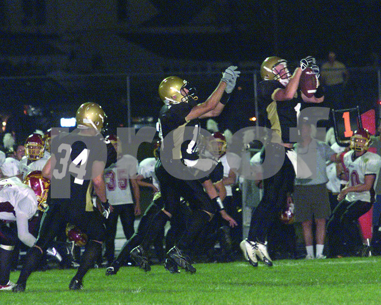 Chronicle photo HOLLY LUNDH<br /> Sycamore (1) interception frst half, second quarter