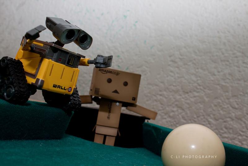 wall-e: i'll save youuuuuu<br /> danbo:nooo
