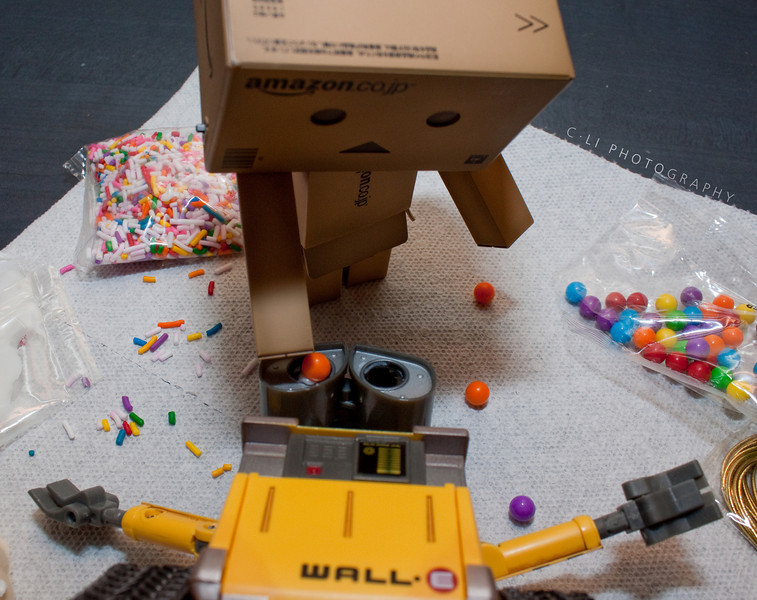 danbo: you will be the next victim!!<br /> wall-e: wall-e!!!
