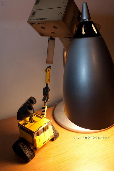 danbo: wall-e, give me your hand!<br /> wall-e: wall-e.....