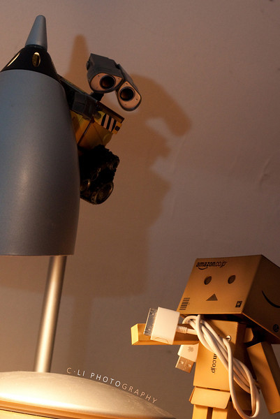 danbo: wall-e, grab the ipod cable!