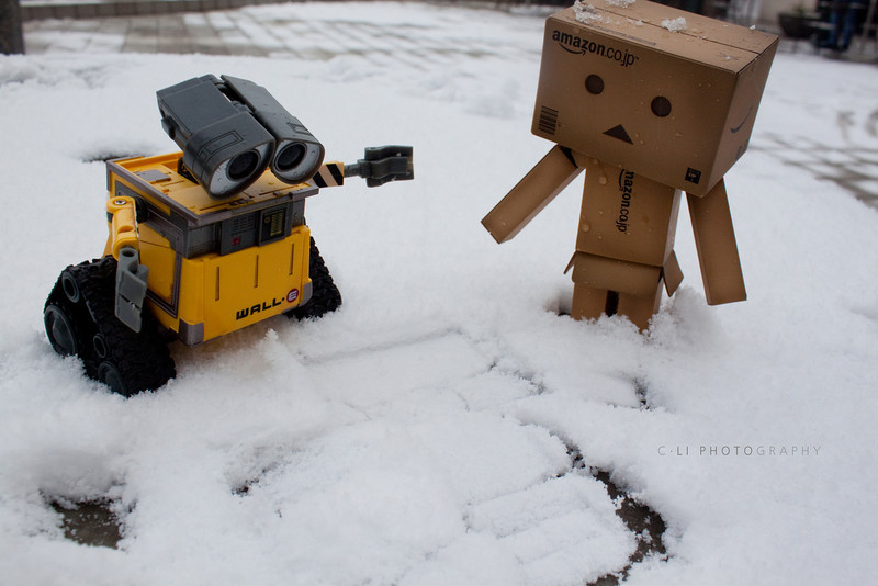 danbo: hmm....<br /> wall-e: wall-e?!!?!! (translation: you call that a snow angel?!!)