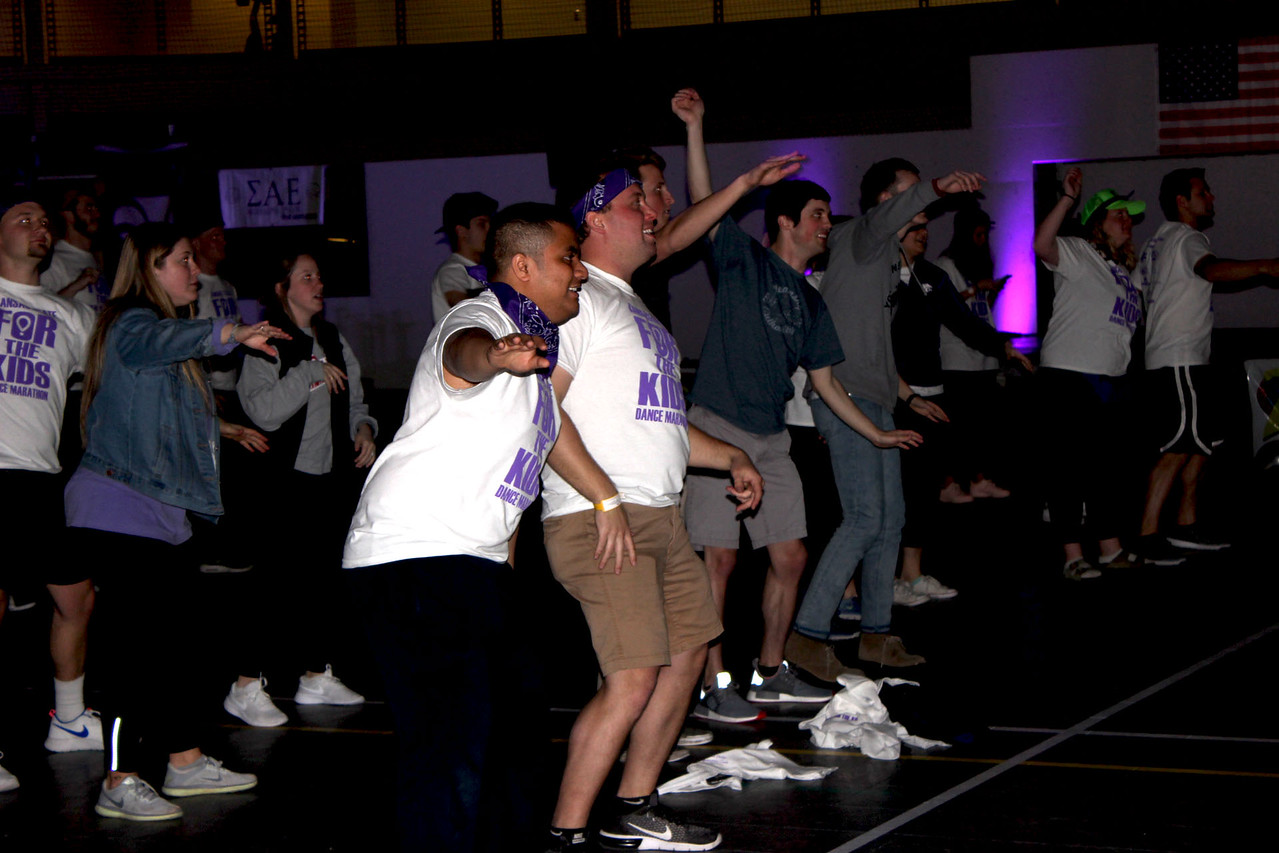 Students enjoying the final dance of the night. (MOLLY HACKETT | COLLEGIAN MEDIA GROUP)