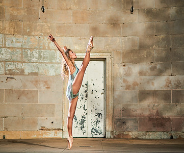August 26, 2019 - New York, NY   Dancer Anna McEvoy-Melo in Central Park NYC  Wearing  Danz n Motion  Photographer- Robert Altman Post-production- Robert Altman