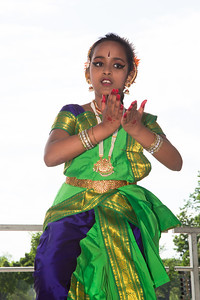 Natananjali School of Dance was established by Lakshmi Swaminathan in Bethesda, MD to train students in bharatanatyam, a popular form of classical dance from the southern part of India.
