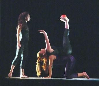 Between the LInes L to r: Megan, Eden, Corinna, on top