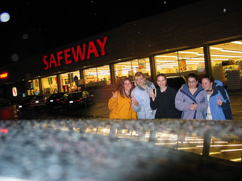 Here is the Safeway!  We couldn't find a grocery store and ended up driving around forever.  But finally, here it is! Me, Heather, Deborah, Emily and Maureen