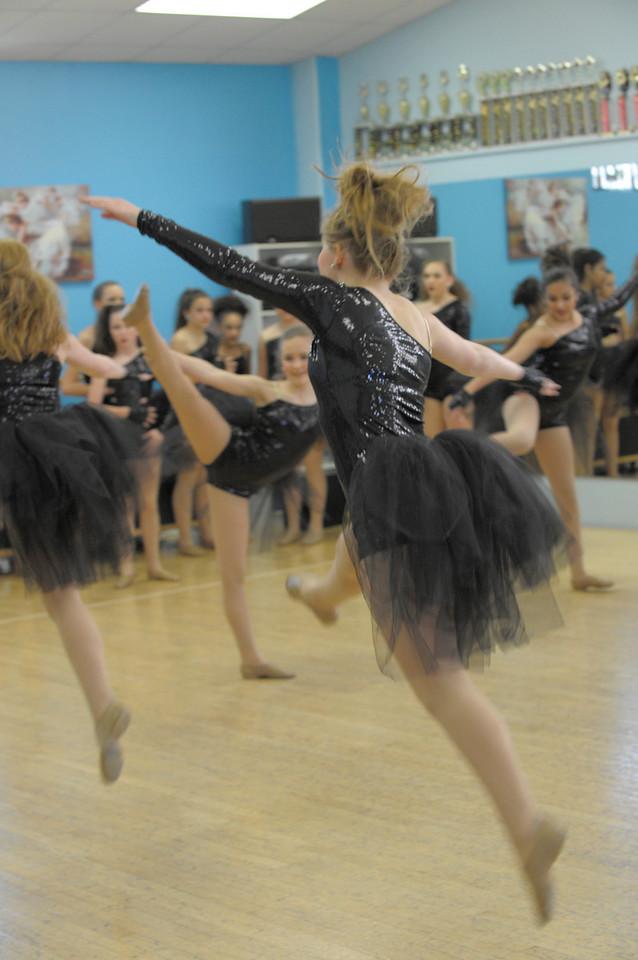 DANCE REHERSAL_1819