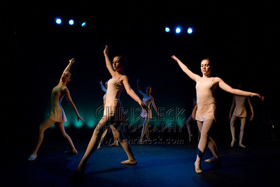 'Movements I, II, III' performed by Ubiquitus Dance Company. Choreography: Dee Dee Burzynsky