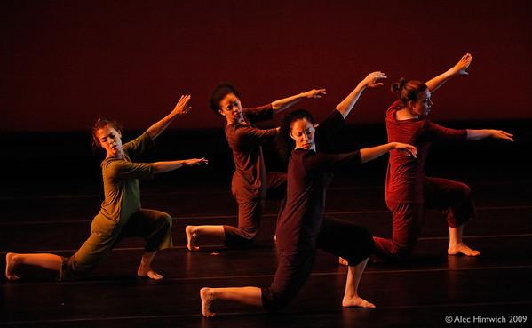 090416 Choreolab 189,<br /> <br /> Sundusa 2009,<br /> Choreography: Vincent Sekwati Koko Mantsoe,<br /> April 16, 2009,<br /> ChoreoLab 2009 rehearsal,<br /> Department of Dance,<br /> Duke University