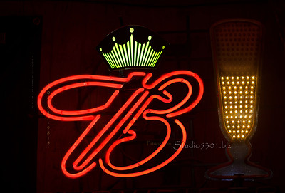 red B  bud sign & green crown 8480
