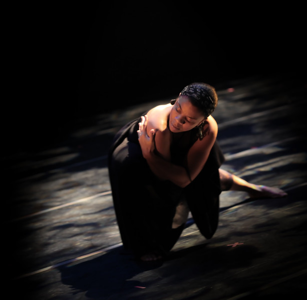 20091206 Gaspard and Dancers - 4 'Kenbe Pa Lage' (6568nn, 339p, c2009 Dilip Barman)