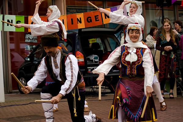 Hai la Joc danst op de Westerhaven in Groningen