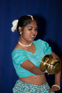 Kale Ukule Thiyala (Sri Lanka) performed by Umanada Weerasinghe Traditional Sri Lankan dance that depicts a lady going to a well with a pot of water.