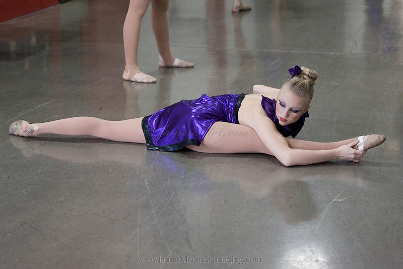 Freshman Kendall Ivey stretches before going on stage. <br /> <br /> _M2U7691