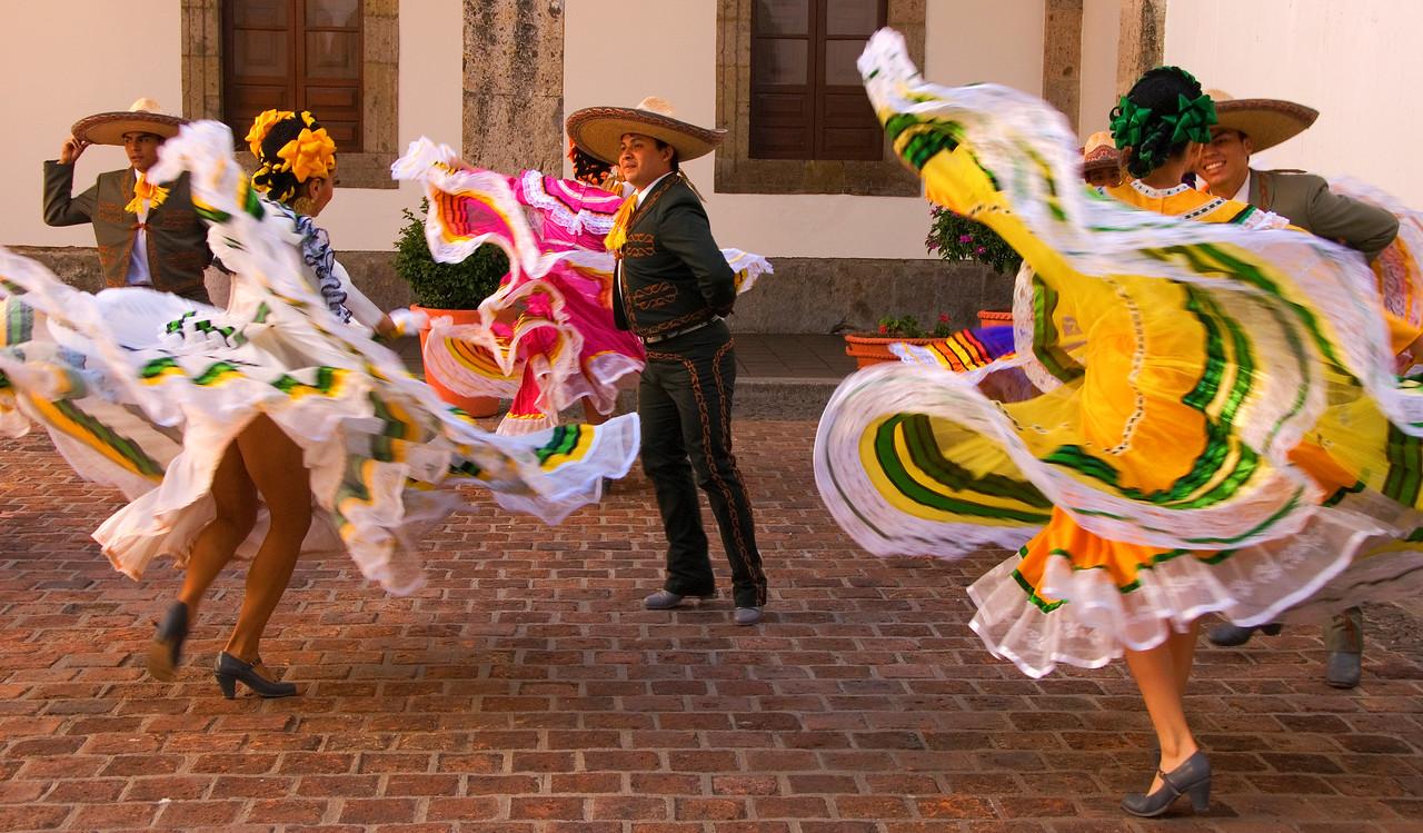 traditional mexican folk dancers