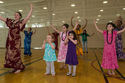 Halau O'Aulani offers a hula workshop in the gym. Photo by David Moss, 2013