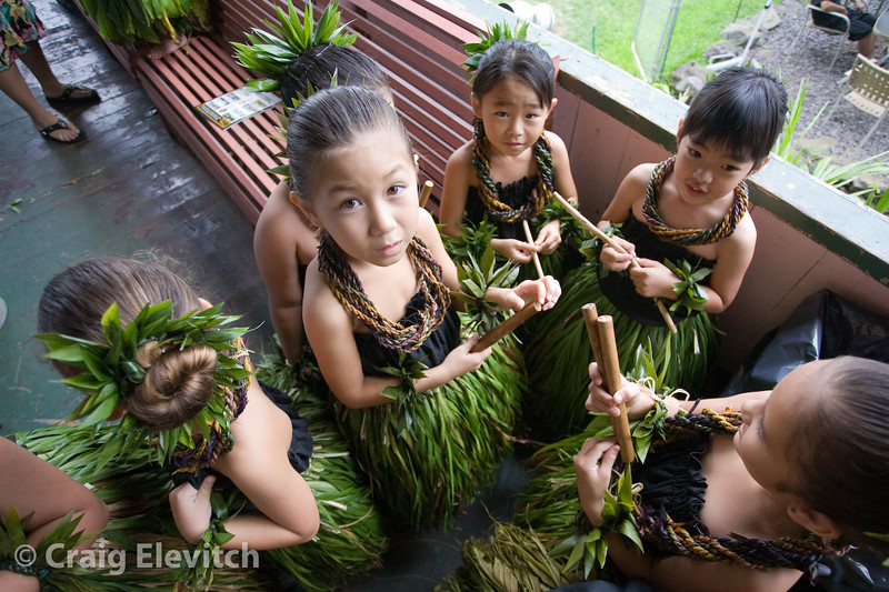 Keiki prepare for the first performance.