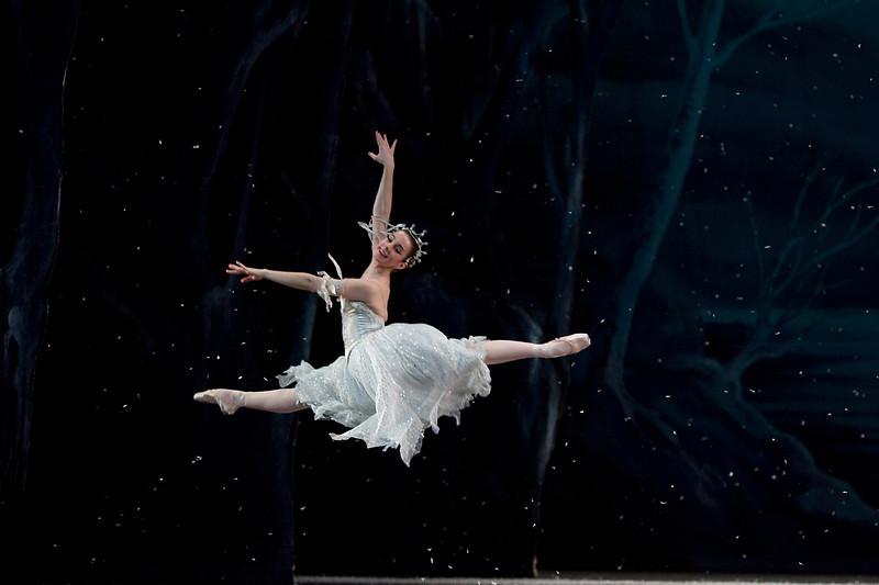 Julia Rowe in the Waltz of the Snowflakes.