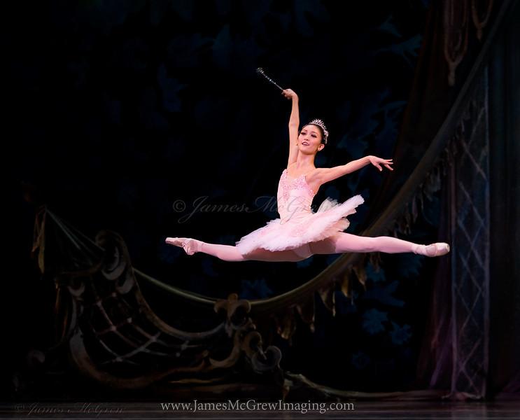 Yuka Iino as the Sugar Plum Fairy in George Balanchine's Nutcracker.