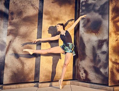 Nov. 10,  2019 - New York, NY   Dancer Taylor Lyn Flood captured on Roosevelt Island NYC  Danznmotion  Sajell Dancewear  Photographer- Robert Altman Post-production- Robert Altman