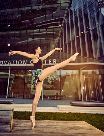 Nov. 10,  2019 - New York, NY   Dancer Taylor Lyn Flood captured on Roosevelt Island NYC  Danznmotion  Sajell Dancewear  Photographer- Robert Altman Post-production- Robert Altman