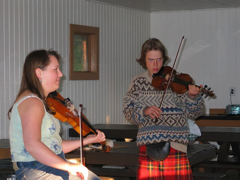 Louise and Ryan playing fiddle