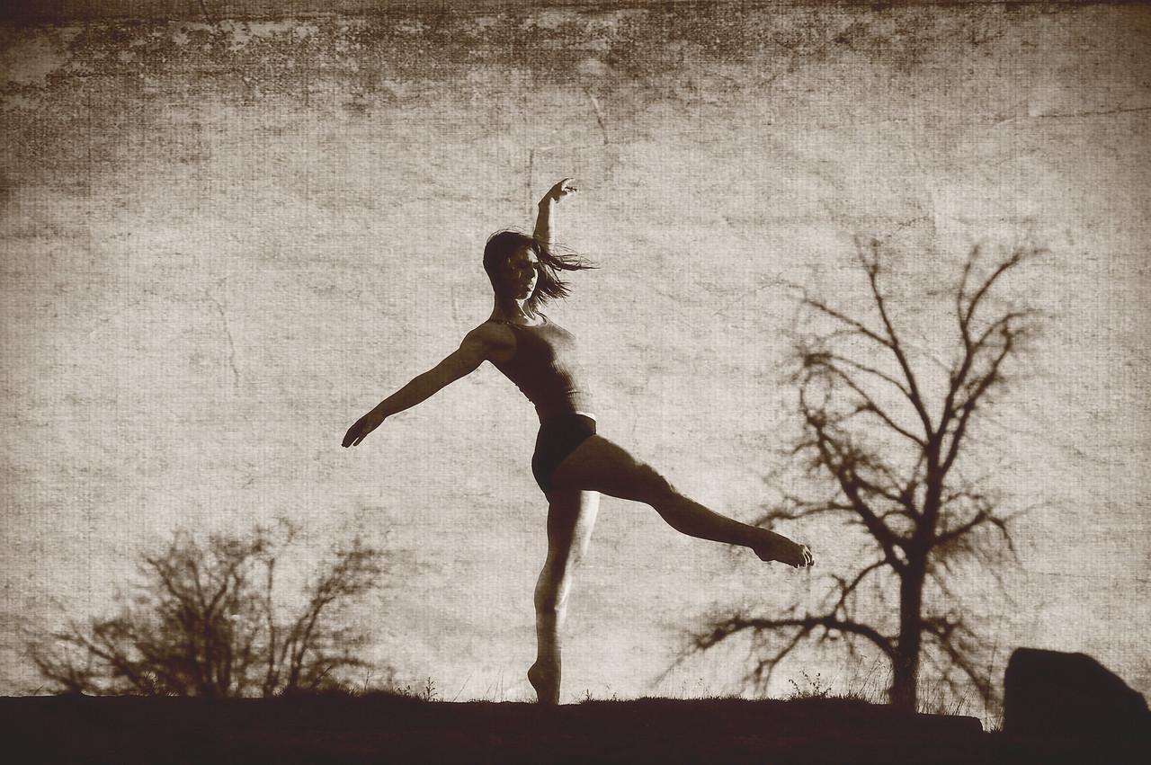 Katie, Boise outdoor dance portrait by Mike Reid.