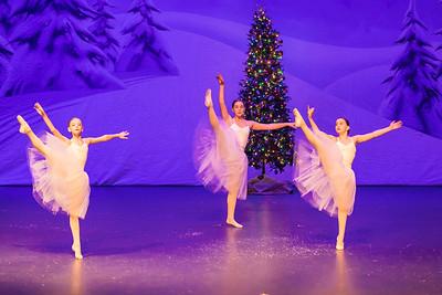 ChristmasSpectacular2019_120819_Dancer'sEdgeChristmasSpectatular_121219_830A0054_KR_RK