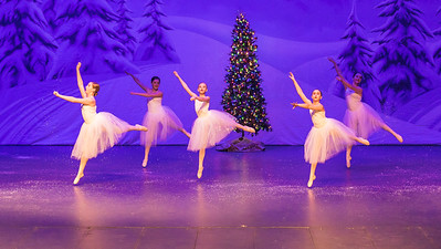 ChristmasSpectacular2019_120819_Dancer'sEdgeChristmasSpectatular_121219_830A0058_KR_RK
