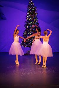 ChristmasSpectacular2019_120819_Dancer'sEdgeChristmasSpectatular_121219_830A0049_KR_RK