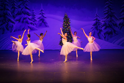 ChristmasSpectacular2019_120819_Dancer'sEdgeChristmasSpectatular_121219_830A0045_KR_RK