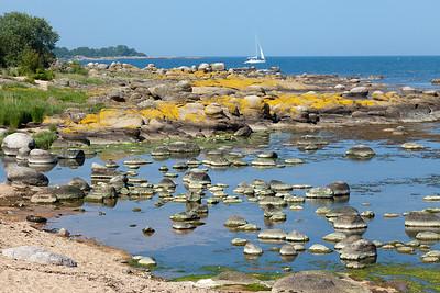 Plaże na Bornholmie bywaja kamieniste