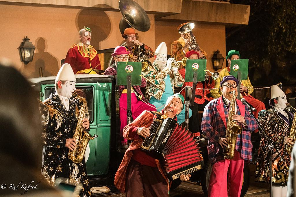 Les Clowns En Folie - spiller også de danske gæster på plads...