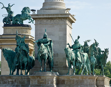 The 7 horsemen around the base represent the 7 tribes that founded Hungary