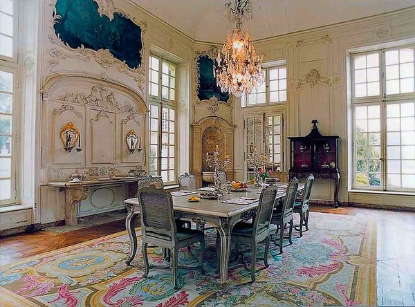 French Parisian dining room