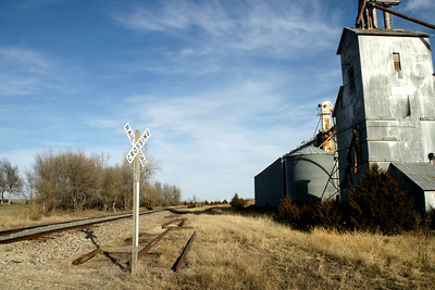 Kyle Railroad track and abandoned elevator at Otego