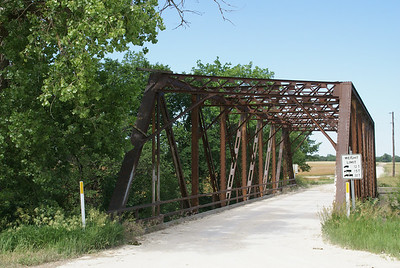 Hart iron truss bridge east of Alton