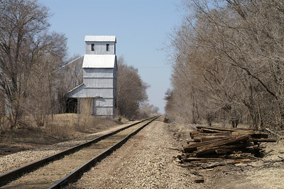Abandoned elevator and railroad in Verdi - southeast Ottawa County