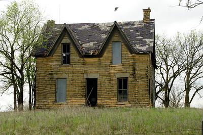 Abandoned stone house north of Munden