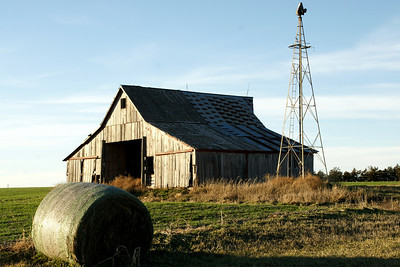 Barn and windmill near Morrowville