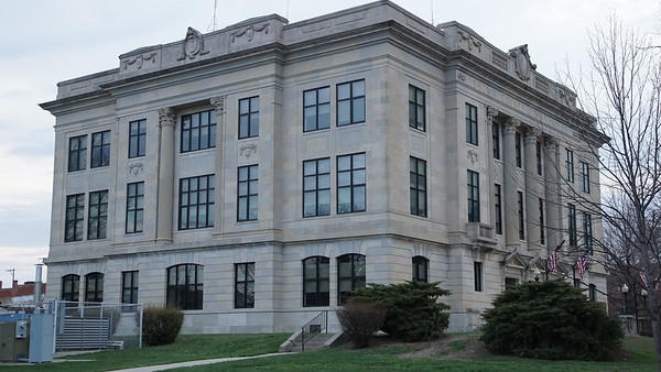 Brown County Courthouse in Hiawatha